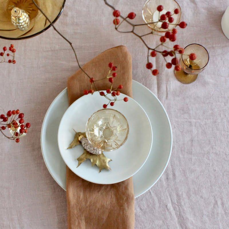kersttafel decoratie in oud-roze