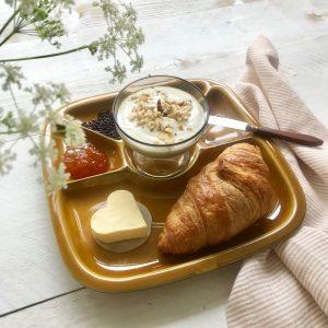 moederdag ontbijt op vintage fonduebord
