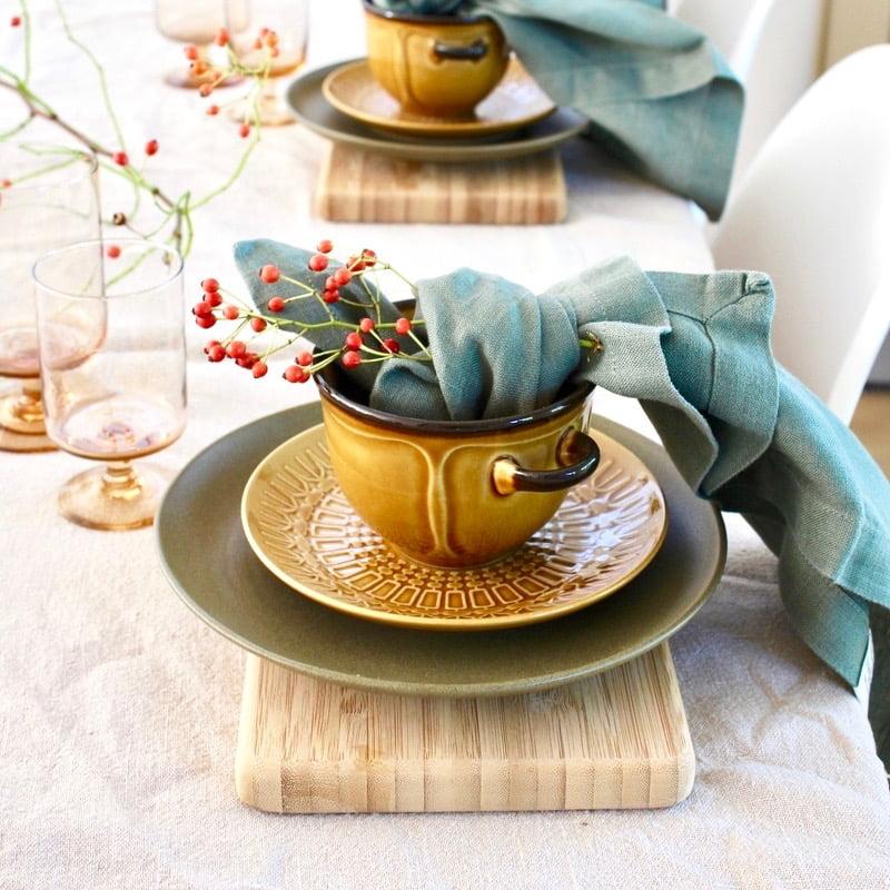 tafeldekken in de herfst met servetten