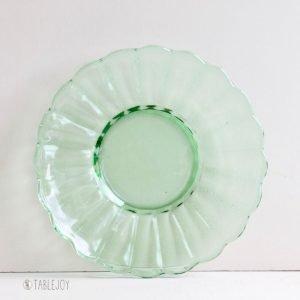 Vintage schaal van groen glas