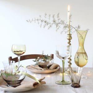 Kerst tafel gedekt met vintage glas