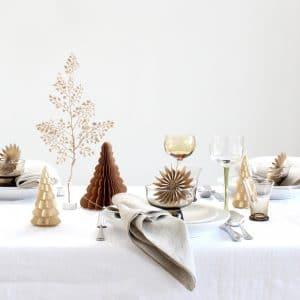 Kerst tafel gedekt met gouden ster