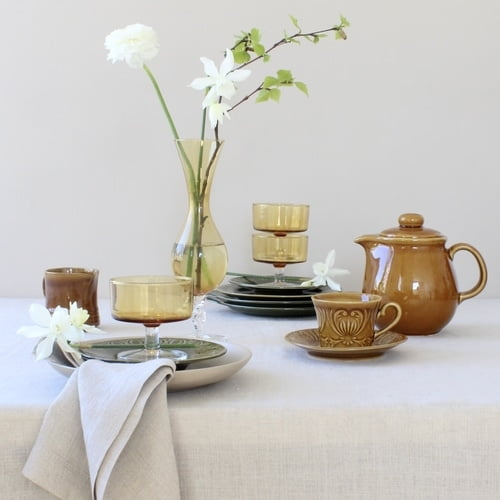 Pasen met vintage servies