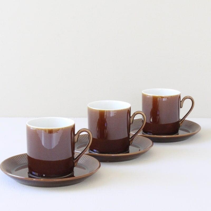 vintage kop en schotel donker bruin