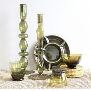 Groen glas op tafel