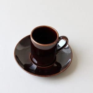 vintage kop en schotel donkerbruin