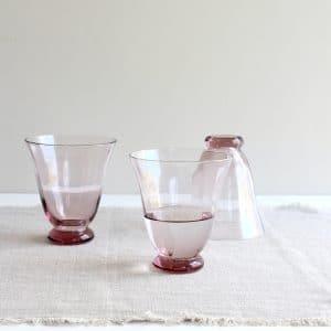 Bungalow- wijnglas van roze glas