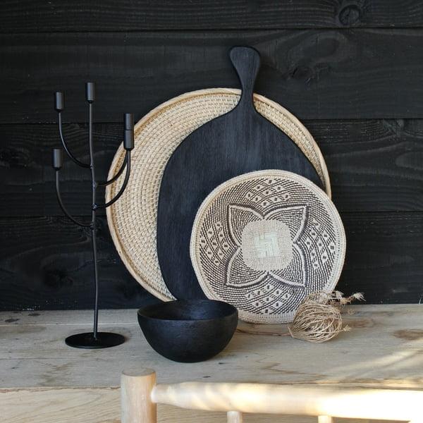 Zwart hout en riet mooi stylinghoekje in de veranda